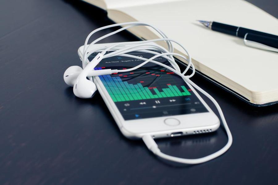 苹果iPhone12扬声器有杂音电流声怎么办